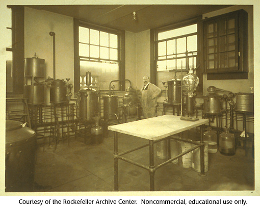 Gallery 15:  Levene's laboratory at the Rockefeller Institute, 1922. (4 of 4)